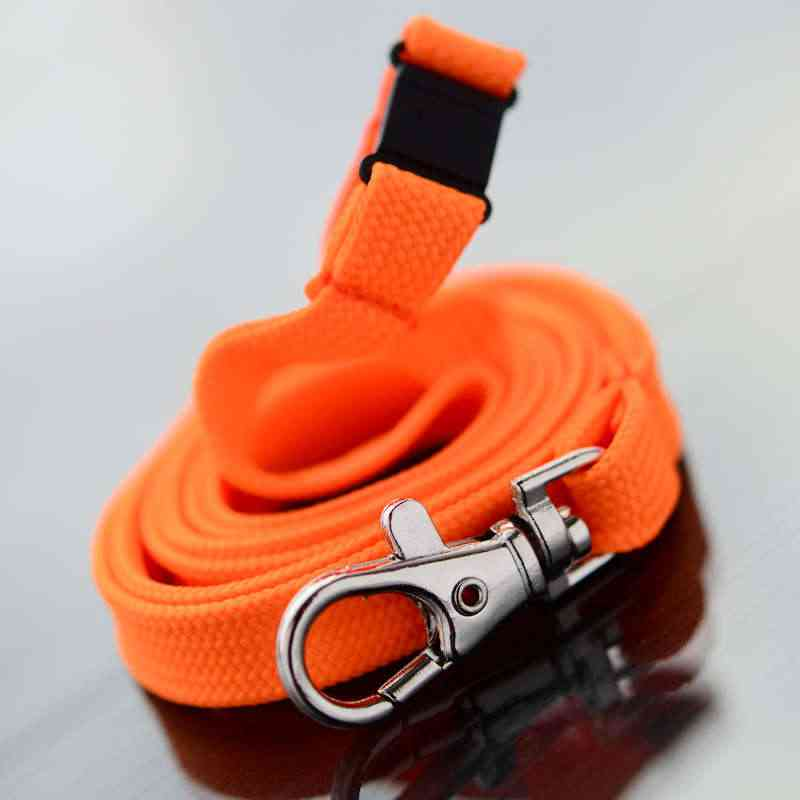 Oranssi Classic 10mm kaulanauha turvalukolla ja papukaijaklipsillä